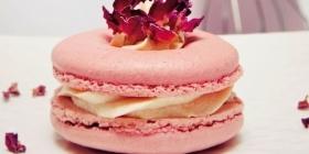 Macarons lisses à la rose Stéphane Dauzier
