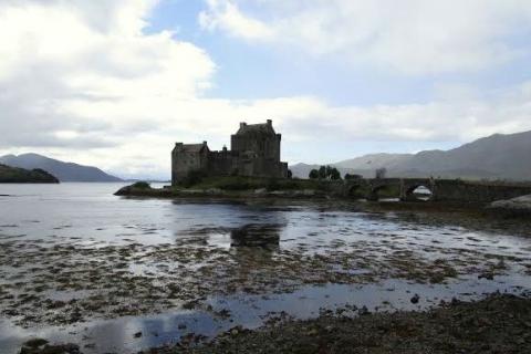 Le loch Lochy et le château Eilean Doran
