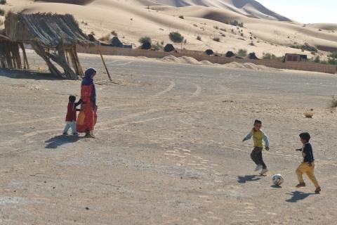 Femme et enfants touareg du désert