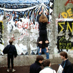 Chute du mur de Berlin par Raphaël Thiémard via Wikimedia Commons