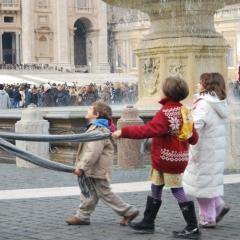Le Vatican en famille par Trishhhh via Flickr