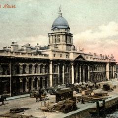 Les quais de Custom House par National Library of Ireland on the Commons via Flickr