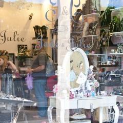 Shoppping parisien par MissChatter via Flickr