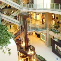 Shopping Montréal souterrain par Laslovarga via Wkimedia Commons