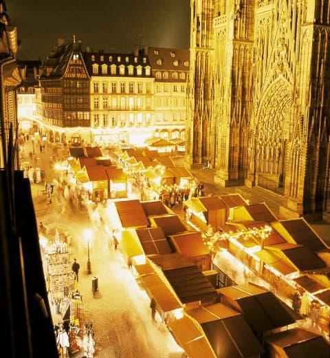 Marché de Noël Strasbourg place de la Cathédrale  Office de Tourisme Strasbourg